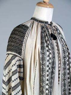 Ivory chemise (camasa) with black and gold thread embroidery. Dolj county, Oltenia province of Romania, ca. Folk Embroidery, Shirt Embroidery, Embroidery Designs, Embroidery Stitches, Folk Costume, Historical Clothing, Black Cotton, Fashion Art, State University
