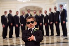Cute groomsmen photo idea: ring bearer in the middle