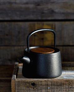 Nambu Tekki Cast Iron Teapot - Makoto Koizumi - Japana Home Cast Iron Kettle, Tea Strainer, Loose Leaf Tea, Artisanal, Kitchenware, Tableware, Cool Kitchens, Tea Party, Kitchen Organization