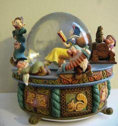 Disney VINTAGE Snow White Snow Globe MINT RARE