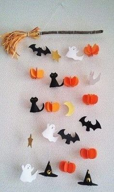 Halloween Arts And Crafts, Halloween Decorations For Kids, Halloween Projects, Halloween Party Decor, Holidays Halloween, Halloween Diy, Adornos Halloween, Manualidades Halloween, Autumn