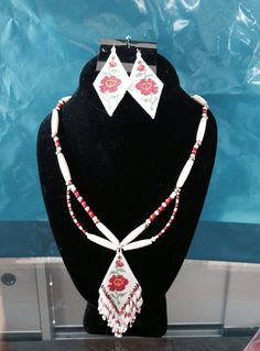 Beaded+rose+pattern+necklace+by+Wiswasca+on+Etsy,+$75.00