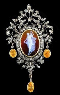 Georgian cameo, diamond and yellow sapphire pendant / brooch, ca.1800-1820.