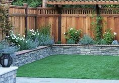 fence landscaping 40 Amazing Privacy Fence Ideas to Perfect Your Backyard Backyard Patio Designs, Small Backyard Landscaping, Backyard Fences, Landscaping Tips, Fenced In Backyard Ideas, Oasis Backyard, Hillside Landscaping, Fence Garden, Diy Fence