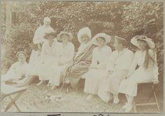 Maria, Olga, Tatiana, Anastasia and wounded soliders, 1916