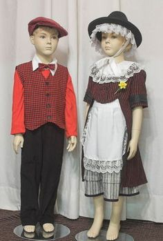Trying to find an image of Welsh men's costume is like looking for hen's teeth! This is the only thing I can find. Welsh Lady, Wales Flag, Stunningly Beautiful, My Heritage, Traditional Outfits, Vintage Photos, Doll Clothes, Costumes, Costume Ideas