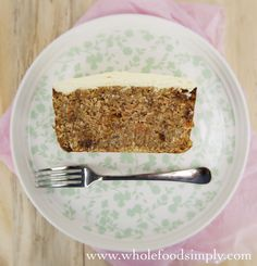 Quick and Easy Five Ingredient Carrot Cake. Simple, delicious and free from gluten, grains, dairy, egg and refined sugar. Gluten Free Sweets, Paleo Dessert, Healthy Sweets, Dessert Recipes, Healthy Snacks, Healthy Sweet Treats, Healthy Cake, Vegan Treats, Raw Food Recipes