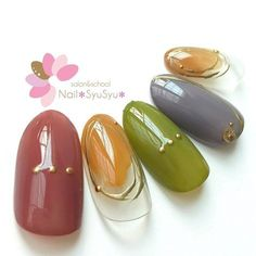 Discover the 10 most popular nail polish colors of all time! - My Nails Yellow Nails Design, Yellow Nail Art, Diy Nails, Cute Nails, Essie Nail Polish Colors, Multicolored Nails, Golden Nails, School Nails, Bridal Nails