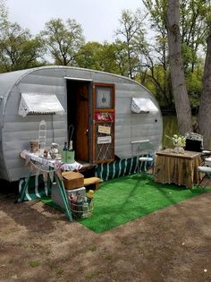 Top Rv Campers Remodel Hacks Ideas No 17 Travel Trailer Living, Tiny Trailers, Vintage Travel Trailers, Camp Trailers, Vintage Caravans, Vintage Campers, Used Campers, Rv Campers, Camper Van