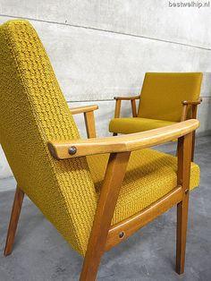 Oker gele vintage lounge stoelen Scandinavische stijl, vintage armchairs mid century design