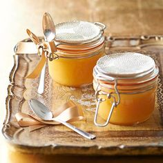 A dollop of delicious citrus curd or jam can cheer up any Christmas bread.   To make this simple Christmas food gift: 1. For this simple Christmas food gift, fill hinged jars with the rich and creamy curd. 2. Use a pretty ribbon to tie on a vintage silver spoon; glue a decorative paper topper to the lid.