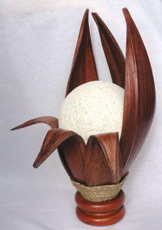 Lampa z drewna w modnym etnicznym stylu oryginalna