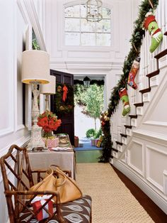 A Whole Bunch Of Christmas Porch Decorating Ideas Winter Decorating Ideas – Decorating Foyer Christmas Entryway, Christmas Staircase, Christmas Porch, Coastal Christmas, Noel Christmas, Christmas Decorations, Christmas Stockings, Beach Christmas, Beautiful Christmas
