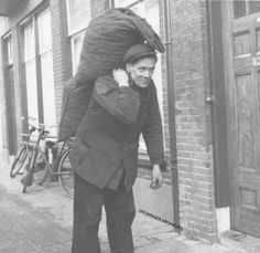 the 'Kolenboer' (Coal Man) annex 'Gasoline Man Rotterdam, Utrecht, Awsome Pictures, Old Pictures, Robert Doisneau, Picture Credit, My Childhood Memories, Retro, Vintage Posters