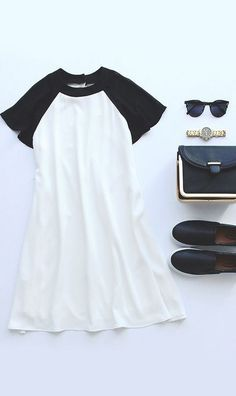 Black and ivory swing dress with flats (this looks like the perfect date outfit for a hot summer day) Looks Style, Style Me, Moda Casual, Casual Chic, Mode Boho, Elegantes Outfit, Mode Style, Swagg, Swing Dress