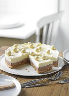 Try a malty chocolate cheesecake for a crowd-pleasing, beautiful dessert experience. Healthy Dessert Recipes, Diabetic Recipes, Sandwiches, Chocolate Cheesecake Recipes, Healthy Breakfast Muffins, Casino Cakes, Beautiful Desserts, Nutrition, Calories