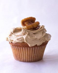 Maple-Walnut Cupcakes - Martha Stewart Recipes - also a link to the maple buttercream frosting! Snacks To Make, Yummy Snacks, Delicious Desserts, Yummy Food, Fall Snacks, Healthy Food, Cupcake Recipes, Cupcake Cakes, Dessert Recipes