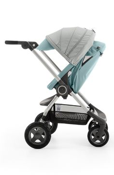 This compact stroller with easy-to-fold technology and an adjustable handlebar is perfect for toting the little one around town with ease.