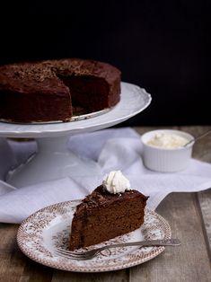Sponge Cake, Tiramisu, Meals, Ethnic Recipes, Food, Meal, Biscuit Cake, Essen, Tiramisu Cake