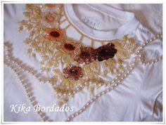 Camiseta branca com bordados bege, Jocelia