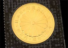 金相場が高騰する中、日本国が発行する「記念硬貨(金貨)」の買取について、お問い合わせが増えています。その多くは「1g、幾らで買い取ってくれますか?」というもの。いわゆる、お金ではない「メダル」だと重さで買い取らせていただくのですが、1万円・5万円・10万円などの金貨(記念硬貨)は「貨幣」であり、溶かすなどした場合には「貨幣損傷等取締法」により罰せられるため、当店では貴金属としての取引はお断りしております。ご理解の程、お願い申し上げます。    【貨幣損傷等取締法】  1)貨幣は、これを損傷し又は鋳つぶしてはならない。  2)貨幣は、これを損傷し又は鋳つぶす目的で集めてはならない。  3)第1項又は前項の規定に違反した者は、これを1年以下の懲役又は20万円以下の罰金に処する。