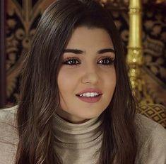 Turkish Women Beautiful, Turkish Beauty, Beautiful Girl Image, Most Beautiful Women, Hayat And Murat, Hande Ercel, Turkish Actors, Beautiful Actresses, Beautiful Celebrities