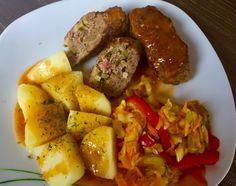 Zrazy z mięsa mielonego w pysznym sosie, które szybko się robi i są naprawdę bardzo smaczne! Jeśli znudziły Was się zwykłe kotlety mielone a nie macie zbyt wiele czasu na przyrządzenie wymyślnego obiadu to polecam gorąco ten pomysł