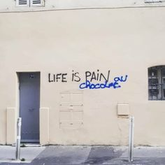 Life isn't always easy but does it have to be pain or can it be 'pain au chocolat'? Unicorn Guidance for today shows us have to have more of the latter. Bright Side Of Life, Negative Thinking, Staying Positive, Graffiti, Wisdom, Positivity, Neon Signs, Layout, Thoughts