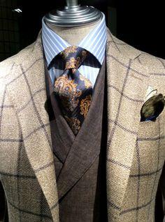 Window pane Jacket Bespoke Jacket : fabric by Caccioppoli Bespoke Vest : fabric by DRAPERS Shirt : LUIGI BORRELLI Tie : LUIGI BORRELLI Chief : FRANCO BASSI