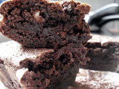 La mejor receta de brownies del mundo-- te prometo! De puro chocolate, esta receta de brownies Americanos es un pecado riquísimo!