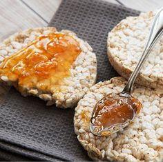 Health Breakfasts rice cakes with apricot jam Dog Recipes, Snack Recipes, Healthy Recipes, Recipes Dinner, Healthy Snacks For Adults, Healthy Dog Treats, Healthy Kale Chips, Eat Healthy, Canned Applesauce