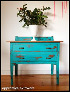 chalk painting furniture | ... extrovert: Before And After: Vintage Dresser And DIY Chalk Paint