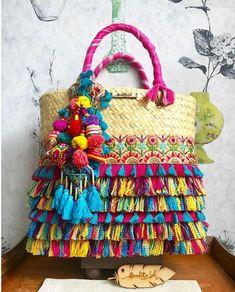 Vacaciones a la Vista ! Verano Bendito Sol inf inbox whats 9933 023097 Diy Clutch, Diy Purse, Boho Bags, Jute Bags, Linen Bag, Beautiful Handbags, Colorful Pillows, Basket Bag, Summer Bags