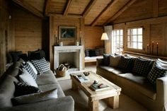A very chic French country chalet Cosy Living, Chalet Interior, Chalet Style, Chalet Design, Cabin Interiors, Colorado Homes, Mountain Homes, Mountain Style, Log Cabin Homes