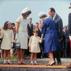 Jacqueline Kennedy, Caroline and John meet Queen Elizabeth II - 1965