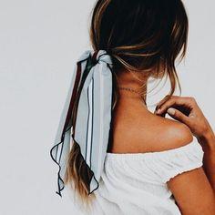 Dettagli moda low cost: la coda col foulard