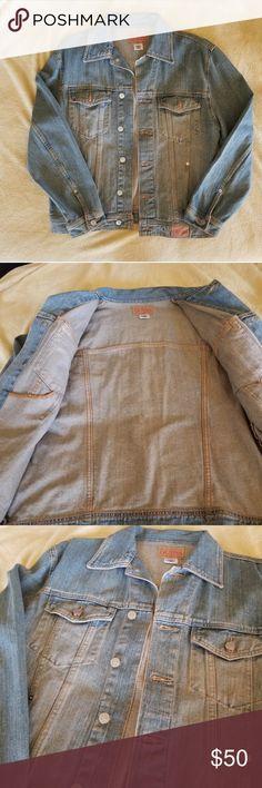 Vintage GUESS Jean Jacket - Mens Vintage GUESS Denim Jacket made of light  blue denim and 6719f9c4a2280