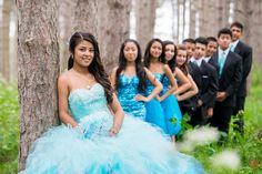 Quinceanera with damas and chambelanes. Landapixelphoto.com Chicago area quinceanera photographer. 815-566-1435 photo@landapixel.com