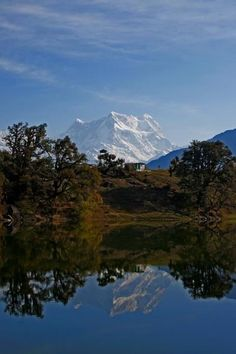 Chaukhamba is a mountain massif in the Gangotri Group of the #Garhwal Himalaya. Its main summit, Chaukhamba, is the highest peak in the group. It lies at the head of the Gangotri Glacier and forms the eastern anchor of the group.