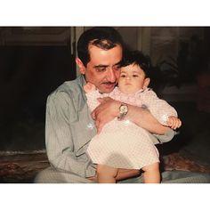 Maktoum bin Rashid bin Saeed Al Maktoum con su hija, Lateefa bint Maktoum bin Rashid Al Maktoum. Vía: maktoummm