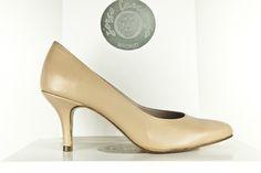 #Zapato con #tacon de 6,5 cm en #piel #leather #shoes #heels #design #madrid #hechosamano #madeinspain #handcrafted #fashion #moda #calzado #artesanal BUY//COMPRAR (27colores diferentes): www.jorgelarranaga.com/es/home/398-442.html