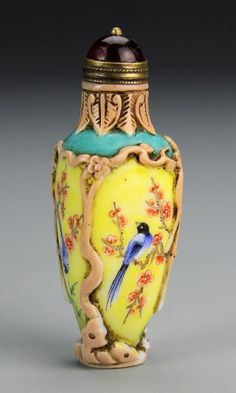Peking glass snuff bottle, flattened rectangular form tapering to the bottom, decorated with an array of colors and natural and bird motifs, has stopper. Height 3 in. Perfumes Vintage, Antique Perfume Bottles, Vintage Bottles, Perfume Oils, Bottle Box, Bottle Vase, Glass Bottles, Chinoiserie, Small Bottles
