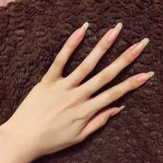The advantage of the gel is that it allows you to enjoy your French manicure for a long time. There are four different ways to make a French manicure on gel nails. The choice depends on the experience of the nail stylist… Continue Reading → Cute Nails, Pretty Nails, My Nails, Long Natural Nails, Long Nails, Nail Polish, Manicure And Pedicure, Nail Growth, Summer Acrylic Nails