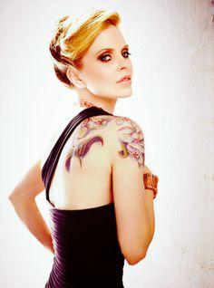 The lovely Kristen Bauer Van Straten. :]