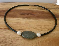 Jaspis - Schickes Collier  mit Jaspis und Süßwasser Perlen - ein Designerstück von Mirakel1807 bei DaWanda Headphones, Etsy, Vintage, Necklaces, Chic, Beads, Projects, Headpieces, Ear Phones