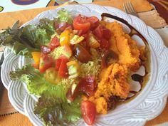 Insalata pomodori, carote, lattuga e cus cus, con aceto balsamico