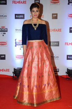 Deepika Padukone, the Bachchans and Ranveer Singh at Filmfare Awards 2016 Ranveer Singh, Traditional Looks, Beautiful Saree, Red Carpet Dresses, Punjabi Suits, Deepika Padukone, Indian Actresses, Lehenga, Lace Skirt