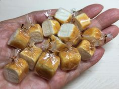 いいね!7,528件、コメント44件 ― こるはさん(@kasuga_maru)のInstagramアカウント: 「粘土の食パンができました☆ * #樹脂粘土 #粘土 #フェイクフード #ミニチュアフード #ミニチュア #ドールハウス #ハンドメイド #食品サンプル #clay #miniature…」