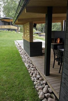 The villa is located on a lake near Hämeenlinna. Some interesting design elements here.