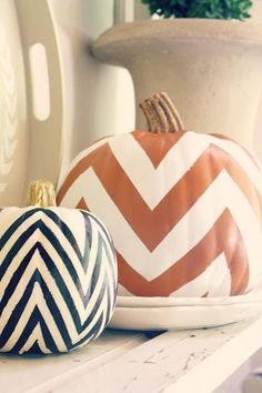 Aren't these chevron pumpkins just darling? Seriously though, this fun DIY idea is perfect for fall, Thanksgiving, & Halloween. We absolutely adore a chevron print! Fall Halloween, Halloween Crafts, Halloween Decorations, Fall Decorations, Halloween Pumpkins, Halloween Clothes, Happy Halloween, Costume Halloween, Halloween Design